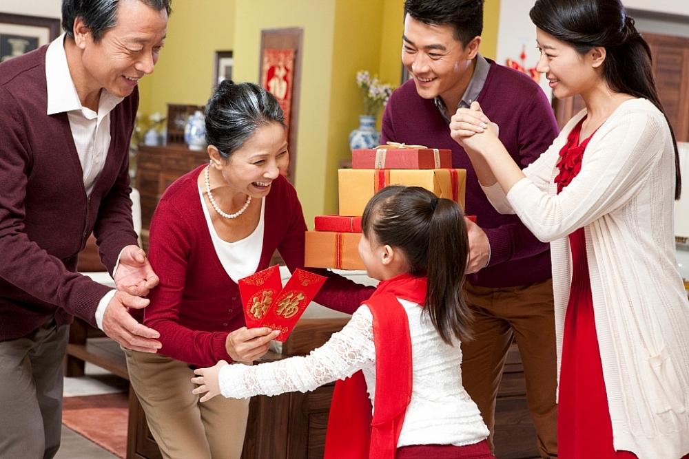 Chọn quà Tết ý nghĩa tặng cha mẹ cùng FE CRIDIT