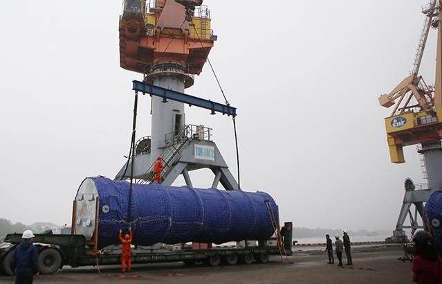 """Cảng Hải Phòng xếp dỡ thành công lô hàng """"khủng"""" gần 500 tấn"""