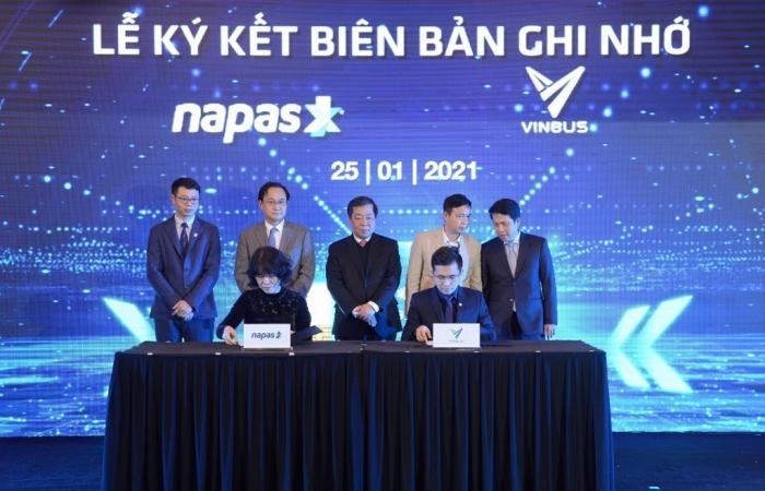 VinBus và NAPAS hợp tác thanh toán thẻ vé điện tử