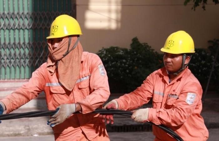 EVN khuyến cáo khẩn cấp khi tiêu thụ điện cao kỷ lục do nắng nóng